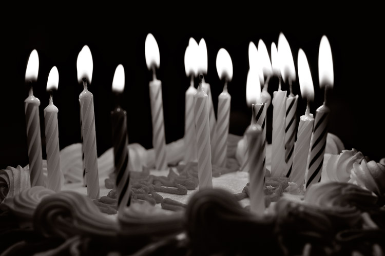 black-and-white-candles1